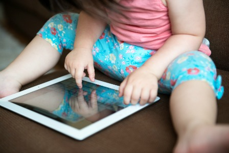 toddler-with-ipad